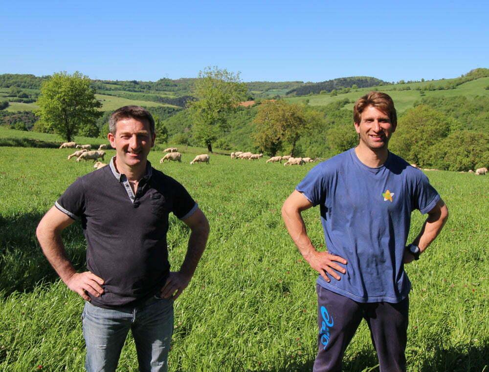 Les deux frères agriculteurs en photo sur leur site La Ferme d'Ambias à Gaece